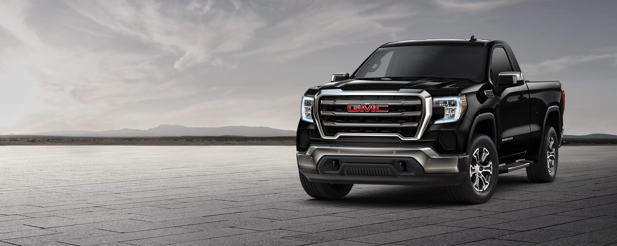 GMC Sierra Regular 2019 4x4 color negro con luces LED y parrilla con detalles cromados